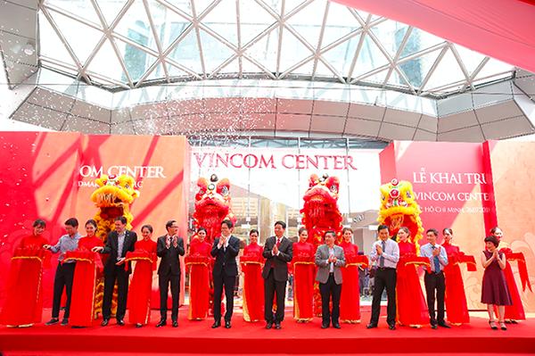 Nghi thức cắt băng khánh thành TTTM Vincom Center Landmark 81 tại toà tháp cao nhất Việt Nam The Landmark 81.