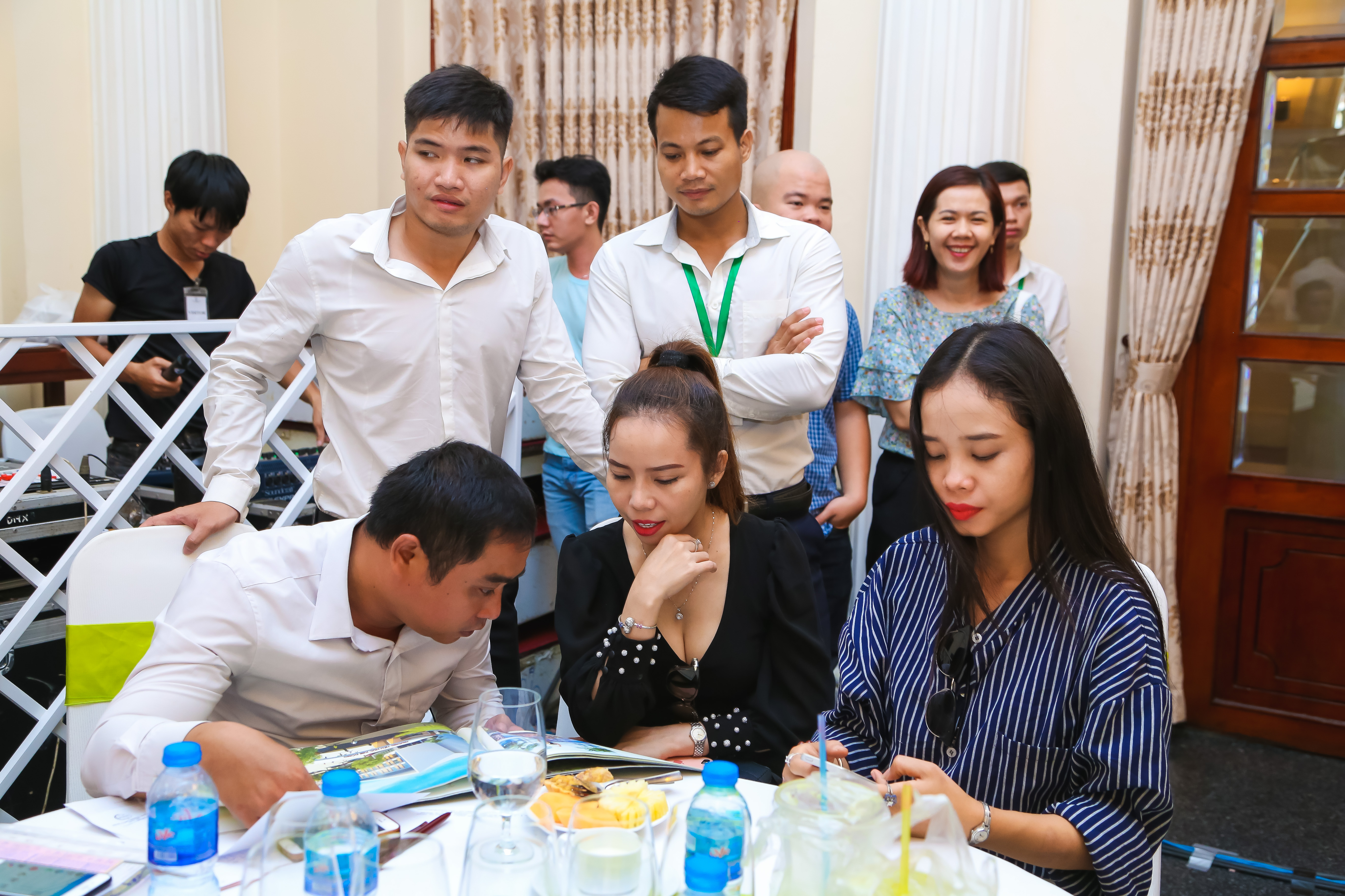 Khách hàng tham dự tại buổi tư vấn, giới thiệu căn hộ Eco-Green Saigon quận 7.