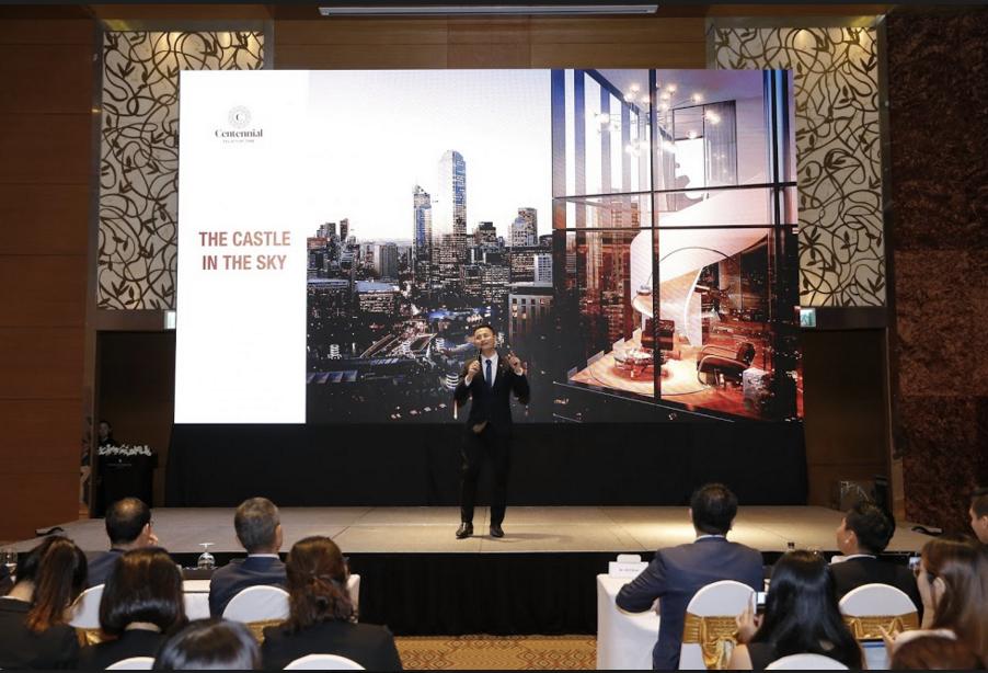 Trưởng phòng kinh doanh Alpha King - ông Cung Thế Bình giới thiệu dự án Centennial Ba Son – công trình nghệ thuật trường tồn với thời gian.